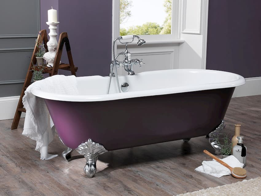 clawfoot bathtub aromatherapy bath