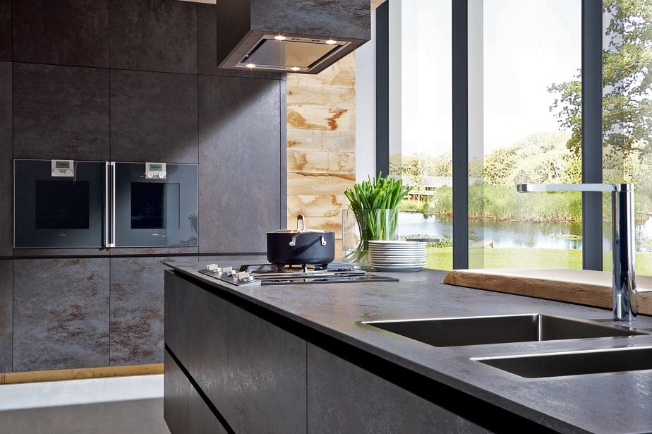 Porcelain tiles kitchen floor solution