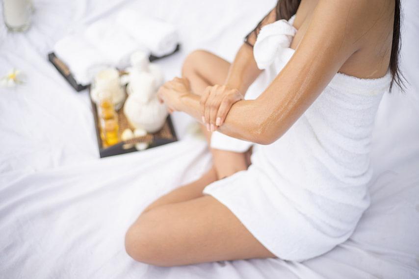 applying-carrier-oil-for-skincare